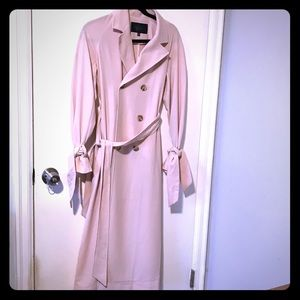 Chic Trench Coat with Tie Sleeves